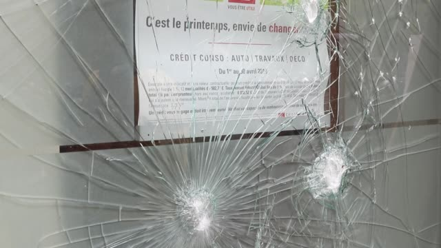 vídeos de stock, filmes e b-roll de showcase of a broken bank advertising slogan it's spring want to change the annual may day protests on may 01 2019 at boulevard saintmarcel paris... - 1 de maio