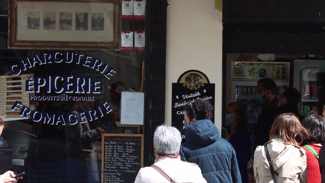 showcase of a grocery store, delicatessen and cheese shop in paris - take that stock videos & royalty-free footage