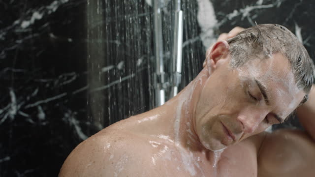showering - 浴室点の映像素材/bロール