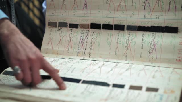 showing fabric swatch book - 生地サンプル点の映像素材/bロール