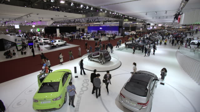 ws t/l  showroom of  motor show / seoul, south korea - autohandlung stock-videos und b-roll-filmmaterial
