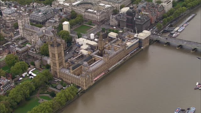 shows aerial shots uk's houses of parliament, palace of westminster on the banks of the river thames in london, with big ben covered in scaffolding... - city of westminster london stock videos & royalty-free footage