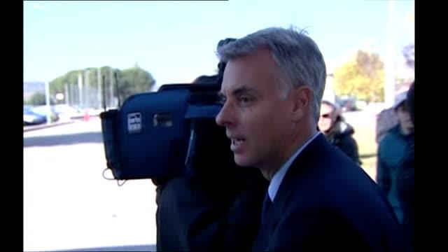 shows carlo dalla vedova amanda knox's attorney arriving at capanne women's prison in capanne on 8th november 2017 - avvocato video stock e b–roll