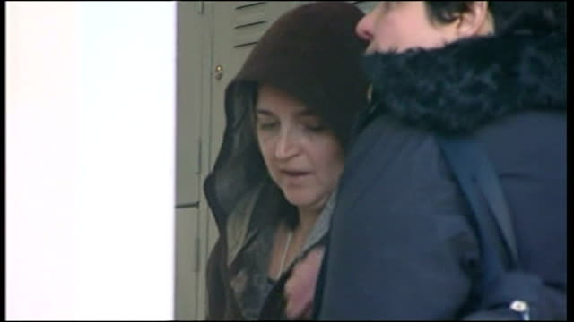 shows edda mellas mother of amanda knox arriving at capanne women's prison where her daughter is held in capanne on 10th november 2007 - ウンブリア州点の映像素材/bロール