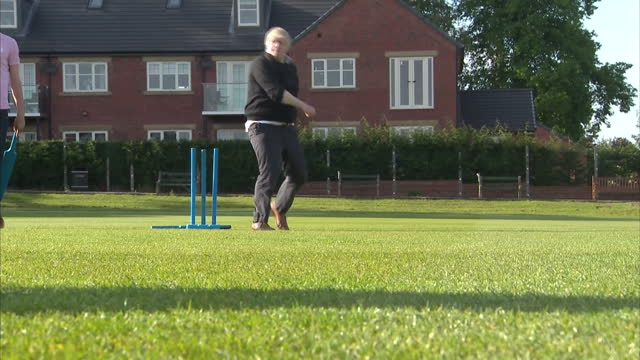 shows exterior hots conservative mp and 'out'campaigner boris johnson playing cricket bowling cricket ball with group of teenagers at a vote leave eu... - 2016 european union referendum stock videos and b-roll footage