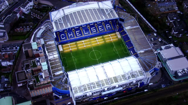 shows exterior night shots exterior of chelsea football club home ground stamford bridge with visitors taking photos aerial shots stamford bridge... - スタンフォードブリッジ点の映像素材/bロール