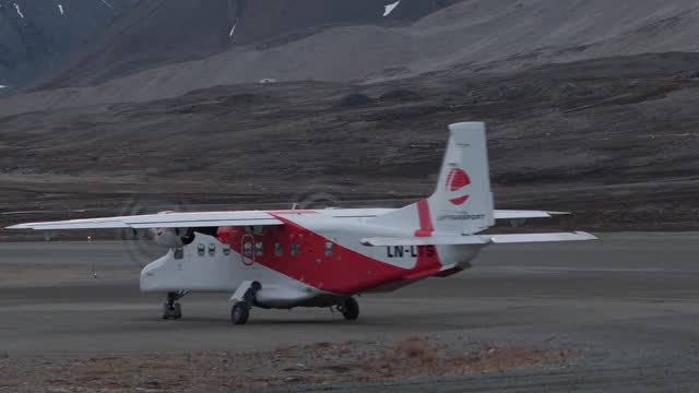 shows exterior plane landing at landing strip airport in ny alesund on spitsbergen in svalbard, and surrounding landscape showing glaciers & snow... - dramatic landscape stock videos & royalty-free footage