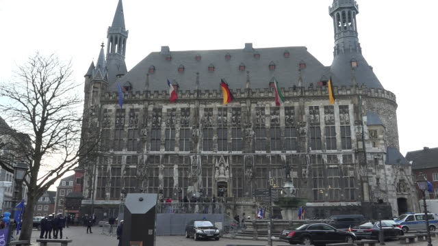 shows exterior shots aachen town hall with protesters gathered outside and snipers on roof as part of the heavy security presence while global... - halle gebäude stock-videos und b-roll-filmmaterial