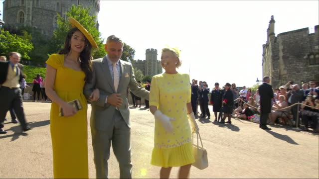 shows exterior shots actor george clooney and his wife amal clooney arriving at st george's chapel for the wedding of prince harry, duke of sussex,... - ジョージ・クルーニー点の映像素材/bロール