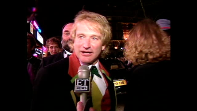 Shows exterior shots actor Robin Williams soundbite on reaction to film and departure following the Royal premiere of the film 'Hook' on April 07...