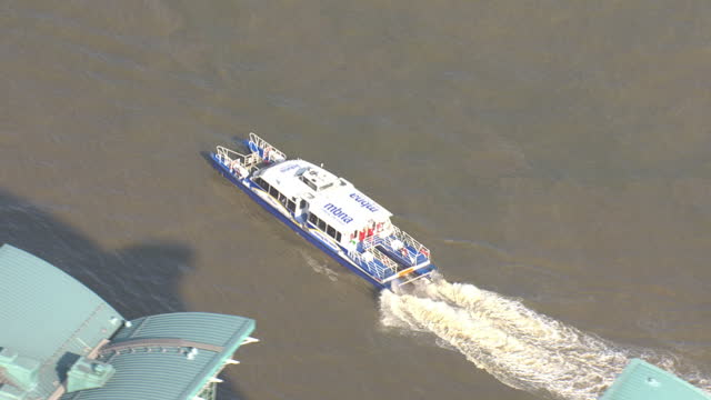 shows exterior shots aerials thames clipper going along the thames & parking. on july 08, 2015 in london, england. - fluss themse stock-videos und b-roll-filmmaterial