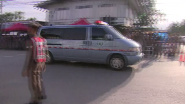 stockvideo's en b-roll-footage met shows exterior shots ambulance carrying one of the rescued thai boys with emergency lights flashing arriving at chiang rai hospital. four more boys... - number 9