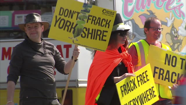 """shows exterior shots anti-fracking protesters with placards, signs and banners reading """"don't frack yorkshire"""" """"frack free everywhere"""" """"no local... - protesta anti fracking video stock e b–roll"""