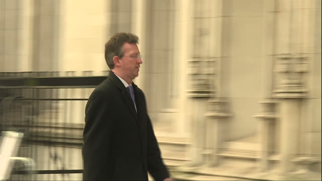 shows exterior shots attorney general jeremy wright qc mp arriving at the supreme court far away from brussels the uk's highest court is now half way... - 提訴点の映像素材/bロール