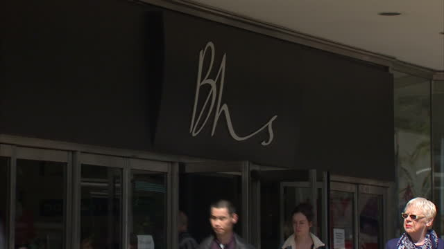 shows exterior shots british home stores shop front in edinburgh after 88 years on the high street today came the news bhs's 11000 members of staff... - liquidation stock videos and b-roll footage