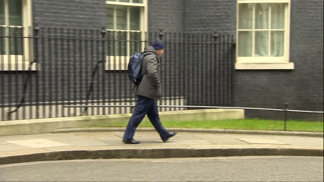 """vídeos de stock e filmes b-roll de shows exterior shots british mp boris johnson leaving downing street and saying """"no deal"""" in answer to reporters questions. the prime minister is... - eastern european culture"""