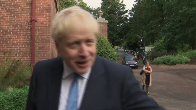 shows exterior shots british prime minister boris johnson mp arriving in northern ireland and soundbite from him speaking on starting stormont... - stormont stock videos and b-roll footage