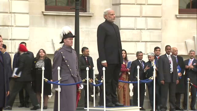vídeos de stock, filmes e b-roll de shows exterior shots british prime minister david cameron and india's prime minister narendra modi walking into quadrangle of treasury modi standing... - primeiro ministro