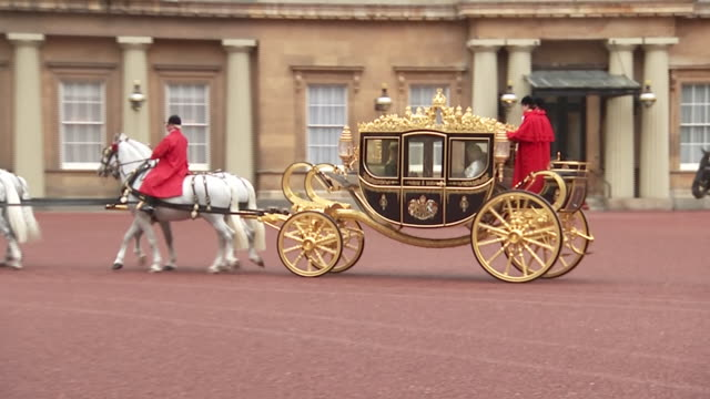 shows exterior shots carriage procession leaving buckingham palace, with front carriage containing queen elizabeth ii, prince charles, prince of... - the queen's speech state opening of uk parliament stock videos & royalty-free footage