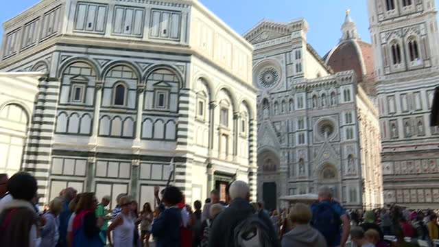 vídeos de stock, filmes e b-roll de shows exterior shots cathedral of santa maria del fiore , showing exterior decoration, fresco and statue and shots of tour group outside on 22nd... - domo