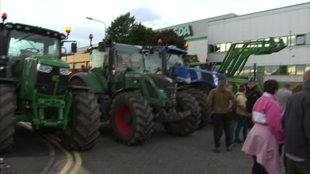 stockvideo's en b-roll-footage met shows exterior shots dairy farmers blocking route for asda arctic lorry with tractors on august 09 2015 in wigan united kingdom - dairy product
