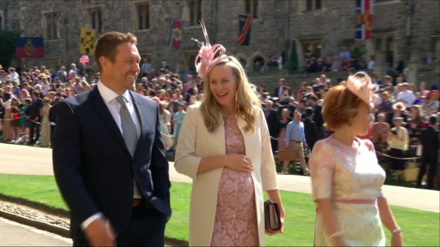 vidéos et rushes de shows exterior shots david and victoria beckham followed by former england rugby player jonny wilkinson and shelley jenkins arriving at st george's... - chapelle