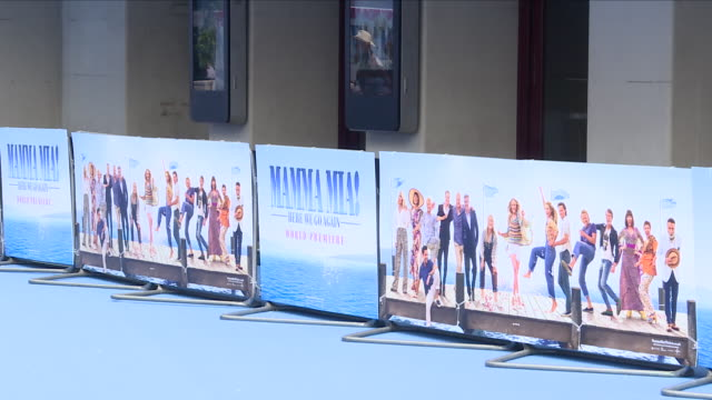 vídeos y material grabado en eventos de stock de shows exterior shots fans gathered waiting for the stars to arrive for the 'blue' carpet british premiere of the film sequel mamma mia here we go... - estreno