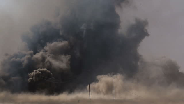 vídeos y material grabado en eventos de stock de shows exterior shots flames shockwave and black dust clouds following huge explosion during the battle for mosul iraqi forces close in on western... - isis