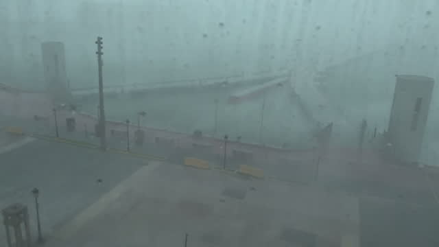vidéos et rushes de shows exterior shots from hotel window strong winds as hurricane maria arrives in san juan with wind pushing rain around waves throwing water across... - endommagé