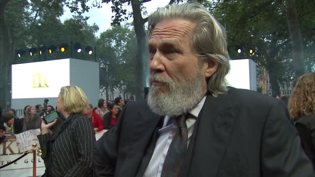 CLEAN Shows exterior shots interview with actor Jeff Bridges speaking on makig the film beards touring with Elton John and music on the orange carpet...