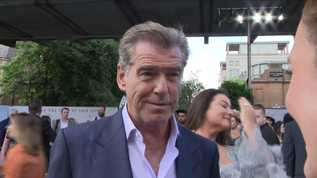 shows exterior shots interview with actor pierce brosnan at the 'blue' carpet british premiere of the film sequel mamma mia! here we go again on 16th... - ピアース・ブロスナン点の映像素材/bロール