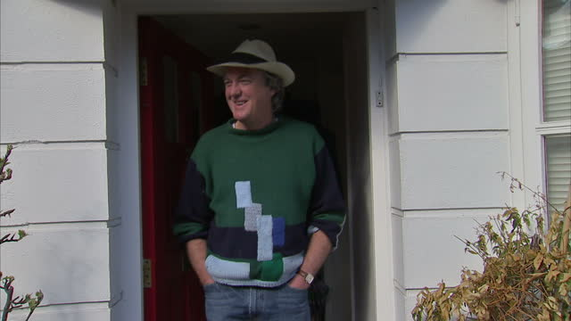 vídeos de stock e filmes b-roll de shows exterior shots james may tv presenter standing on his doorstep answering reporters questions about what he's doing with his free time and his... - richard hammond