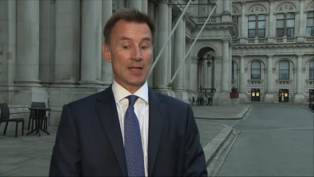 shows exterior shots jeremy hunt mp uk's foreign secretary walking out of foreign office answering question on new job and brexit before he walks... - 政治家 ジェレミー ハント点の映像素材/bロール