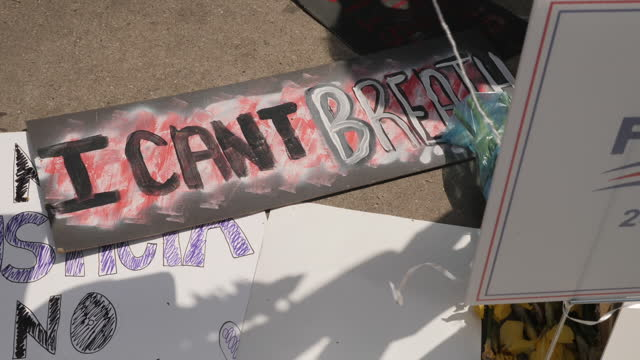 shows exterior shots message reading 'i can't breathe' amongst tributes left to george floyd on 1st june, 2020 in minneapolis, minnesota, united... - minnesota stock videos & royalty-free footage