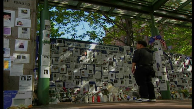 shows exterior shots of people looking at wall of prayer set up at belle vue hospital on september 16 2001 in new york city - disordinato video stock e b–roll