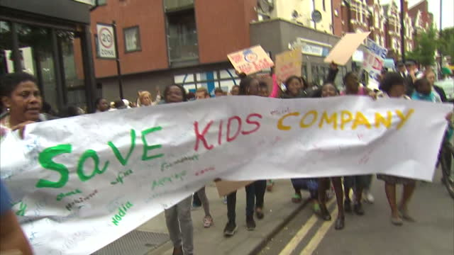 vídeos de stock e filmes b-roll de shows exterior shots people protesting about the closure of kids company in peckham. on august 06, 2015 in london, england. - peckham