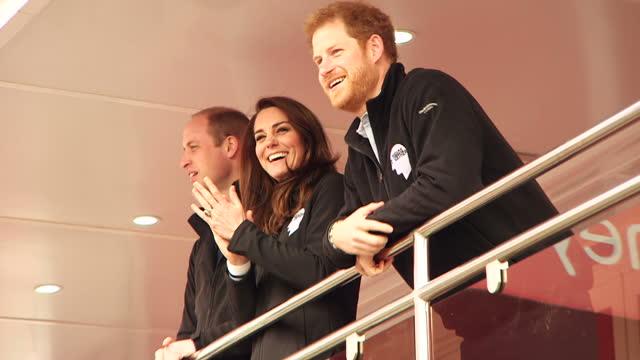 shows exterior shots prince william, duke of cambridge, catherine , duchess of cambridge, and prince harry pressing buzzer to start the london... - ウィリアム王子点の映像素材/bロール