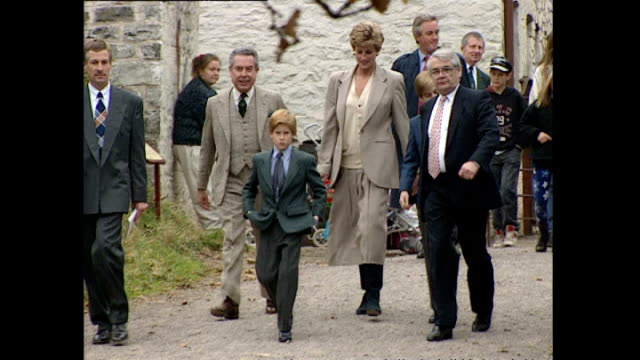 vídeos y material grabado en eventos de stock de shows exterior shots princess diana walking with prince william and prince harry and other officials as they visit a museum in wales on october 27th... - 1993