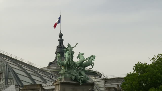 shows exterior shots quadriga four horses and chariot statue outside and french flag on top of the grand palais on 13th june, 2017 in paris, france - grand palais stock videos & royalty-free footage