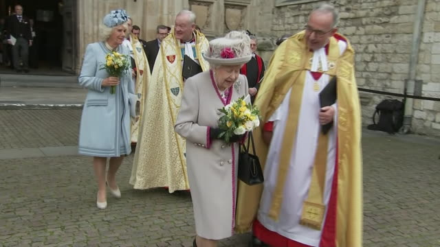 shows exterior shots queen elizabeth ii and camilla, duchess of cornwall, departing westminster abbey after service and receiving poseys of flowers... - königin stock-videos und b-roll-filmmaterial