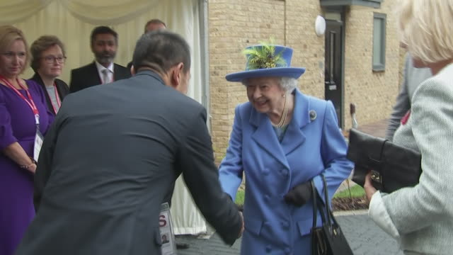 shows exterior shots queen elizabeth ii meeting officials on visit to morden to open the haig housing trust new housing development for armed forces... - britisches königshaus stock-videos und b-roll-filmmaterial