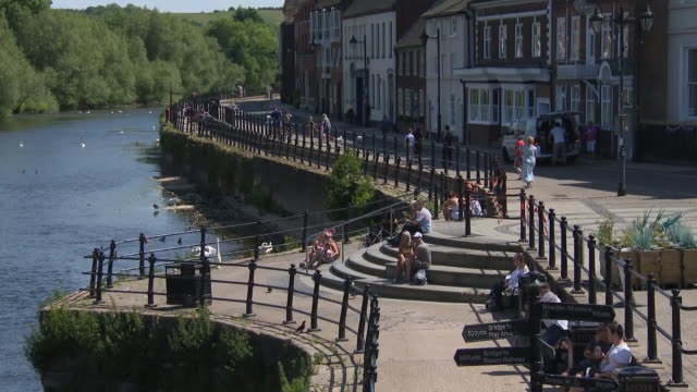 shows exterior shots river severn running through bewdley in worcestershire on sunny day, with people enjoying water and sunshine, canoeing and... - spring flowing water stock videos & royalty-free footage