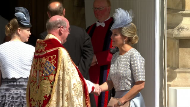 shows exterior shots sophie countess of wessex, arriving at st george's chapel for the wedding of prince harry, duke of sussex, and meghan markle on... - sophie rhys jones, countess of wessex stock videos & royalty-free footage