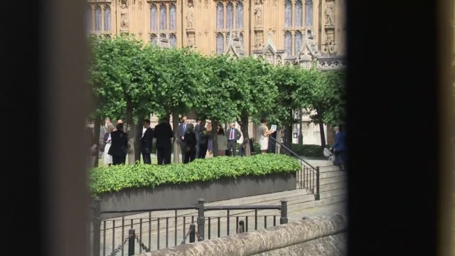 shows exterior shots uk mps standing in a socially distanced queue around the grounds of the houses of parliament in westminster as they wait to cast... - britisches parlament stock-videos und b-roll-filmmaterial