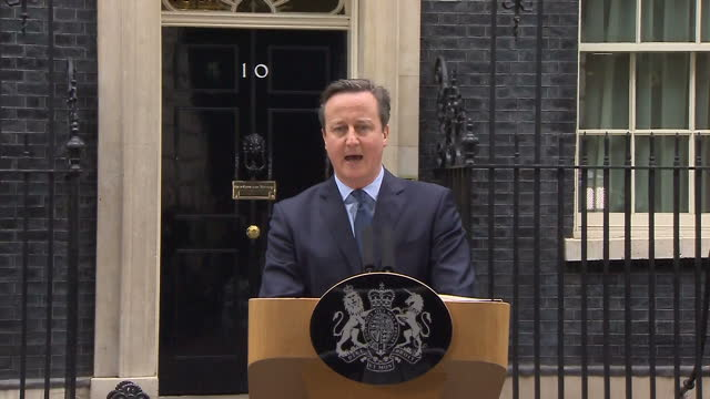 shows exterior shots uk prime minister david cameron announcing eu referendum from podium in downing street exterior shots british mps and members of... - 国民投票点の映像素材/bロール