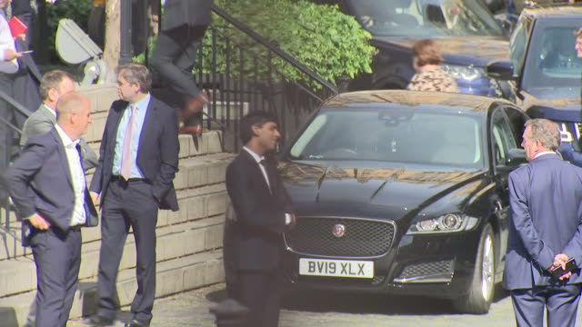 shows exterior shots uk's chancellor rishi sunak mp standing in a socially distanced queue around the grounds of the houses of parliament in... - britisches parlament stock-videos und b-roll-filmmaterial