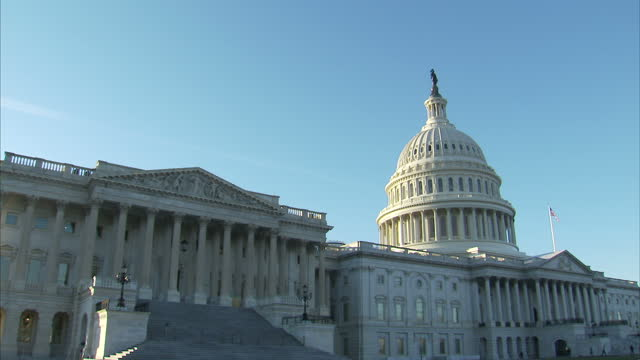 shows exterior shots united states capitol building with close up shot of statue of freedom on top of dome on february 01 2017 in washington dc - kuppeldach oder kuppel stock-videos und b-roll-filmmaterial