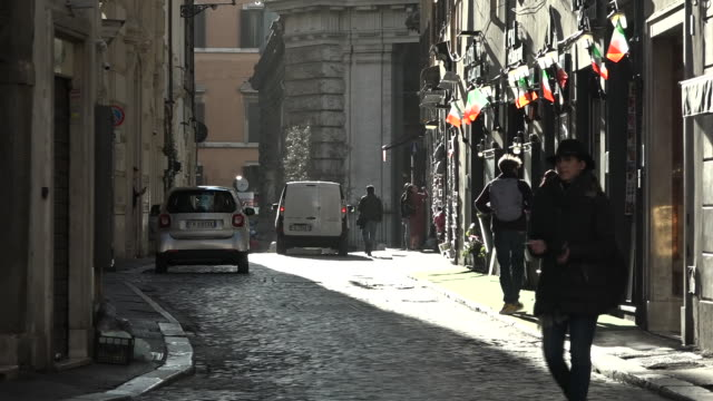 shows exterior shots virtually deserted streets in central rome due to coronavirus shutdown with very little traffic and few tourists wandering... - lockdown video stock e b–roll