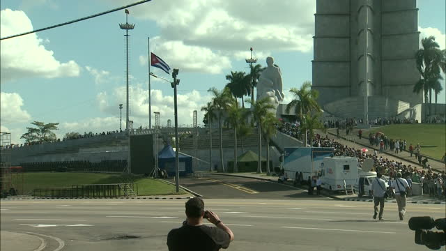 shows exterior wide shot mourners queuing in the plaza of the revolution to bid farewell to the former cuban president fidel castro a weeklong period... - auseinander stock-videos und b-roll-filmmaterial