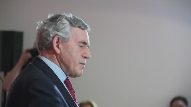 vidéos et rushes de shows former labour prime minister gordon brown speaking at european parliament election campaign rally at the lighthous on may 20, 2019 in glasgow,... - bâtiment du parlement